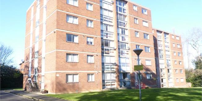 £110,000, 2 Bedroom Upper Floor Flat For Sale in Leicester, LE2