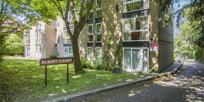 Guide Price £120,000, 2 Bedroom Flat For Sale in Leicester, LE2