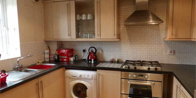 Offers Over £145,000, 3 Bedroom Upper Floor Flat For Sale in Loughborough, LE11