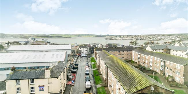 Guide Price £100,000, 2 Bedroom Flat For Sale in Plymouth, PL1
