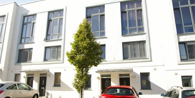 Asking Price £177,500, 3 Bedroom Terraced House For Sale in Plymouth, PL1