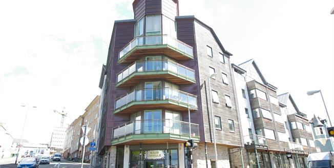 £175,000, 2 Bedroom Flat For Sale in Plymouth, PL4
