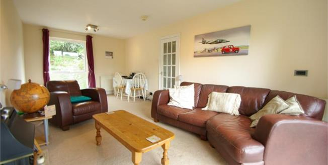 Guide Price £110,000, 2 Bedroom Flat For Sale in Plymouth, PL3