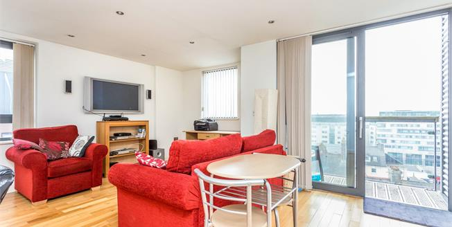 Guide Price £120,000, 1 Bedroom Flat For Sale in Plymouth, PL4