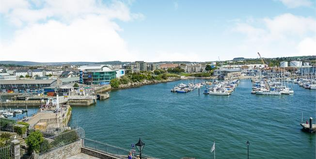 Guide Price £180,000, 2 Bedroom Flat For Sale in Plymouth, PL1