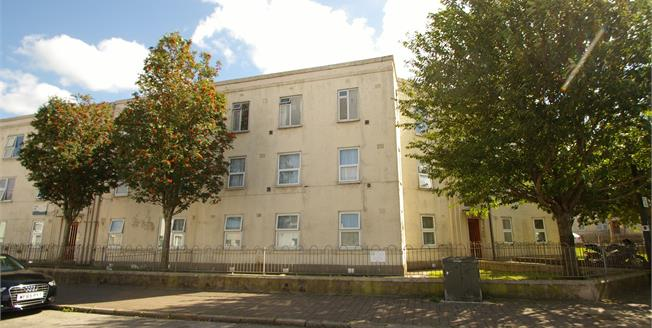 Guide Price £125,000, 4 Bedroom Flat For Sale in Plymouth, PL4
