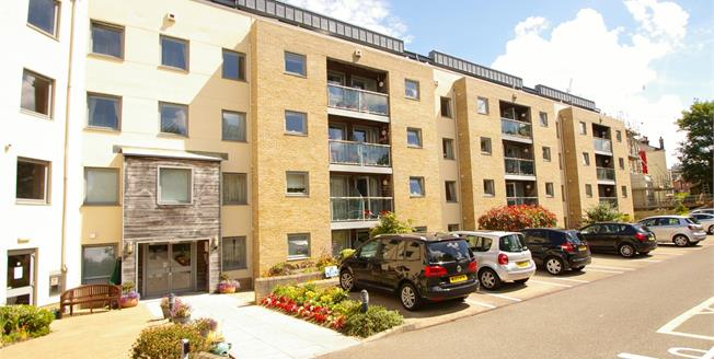 Offers Over £130,000, 1 Bedroom Flat For Sale in Plymouth, PL1