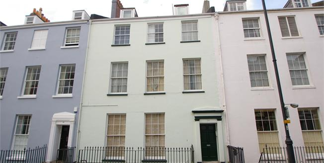 Offers Over £100,000, 1 Bedroom Flat For Sale in Devon, PL1