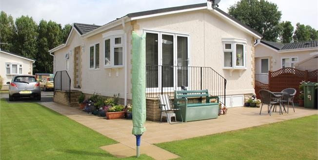 Asking Price £175,000, 2 Bedroom Detached Bungalow For Sale in Plymouth, PL6