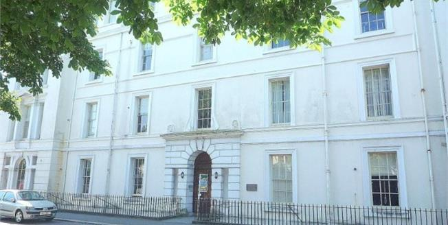 Guide Price £115,000, 2 Bedroom Flat For Sale in Plymouth, PL2
