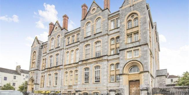Guide Price £250,000, 3 Bedroom Flat For Sale in Plymouth, PL4