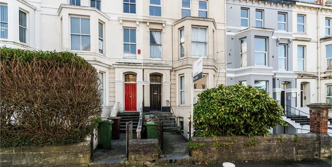 Guide Price £110,000, 2 Bedroom Flat For Sale in Plymouth, PL4