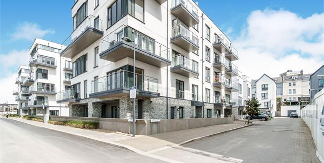Guide Price £160,000, 1 Bedroom Flat For Sale in Plymouth, PL1