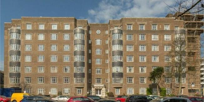 £250,000, 2 Bedroom Flat For Sale in Hove, BN3