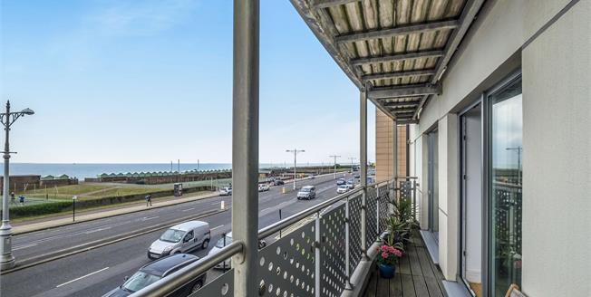 Guide Price £550,000, 2 Bedroom Flat For Sale in Hove, BN3