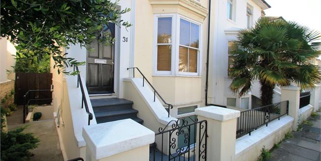 Guide Price £270,000, 1 Bedroom Flat For Sale in Hove, BN3