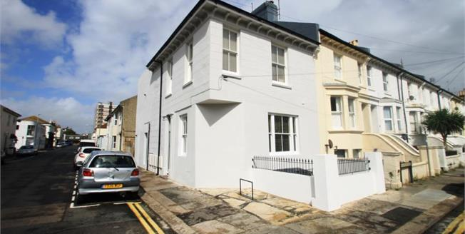 Guide Price £279,950, 2 Bedroom Flat For Sale in Hove, BN3