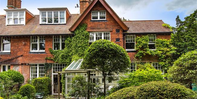 Guide Price £800,000, 4 Bedroom Flat For Sale in Hove, BN3
