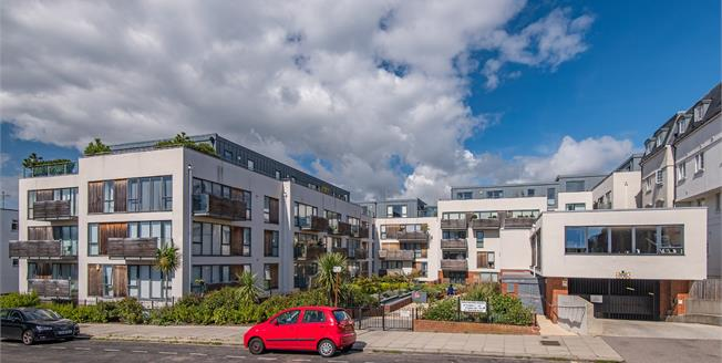 Asking Price £700,000, 3 Bedroom Flat For Sale in Hove, BN3