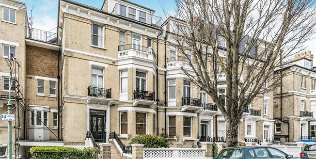 Guide Price £300,000, 1 Bedroom Flat For Sale in East Sussex, BN3