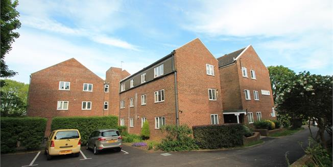 Asking Price £145,000, 2 Bedroom Flat For Sale in Brighton, BN1