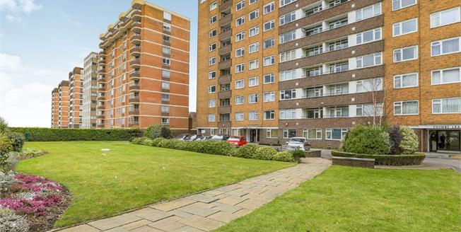 Guide Price £400,000, 3 Bedroom Flat For Sale in Hove, BN3