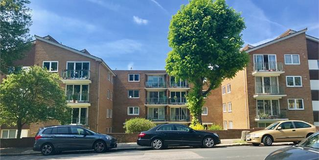 Guide Price £290,000, 2 Bedroom Flat For Sale in Hove, BN3