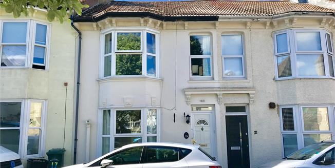 Guide Price £300,000, 2 Bedroom Terraced House For Sale in Portslade, BN41