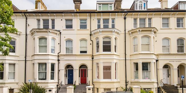 Guide Price £375,000, 1 Bedroom Flat For Sale in East Sussex, BN3