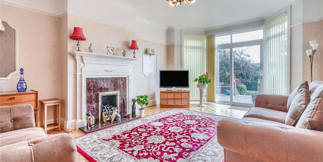 Asking Price £750,000, 3 Bedroom Flat For Sale in East Sussex, BN3