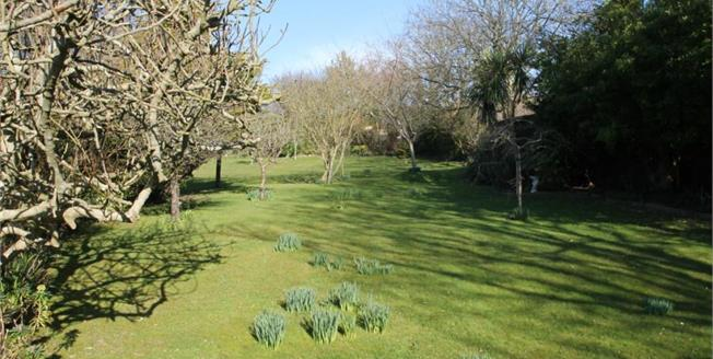 Guide Price £750,000, 4 Bedroom Detached Bungalow For Sale in Rottingdean, BN2