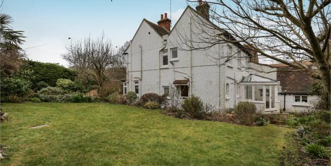 Guide Price £650,000, 4 Bedroom House For Sale in Ovingdean, BN2