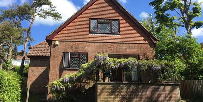 Guide Price £500,000, 4 Bedroom Detached House For Sale in Brighton, BN2