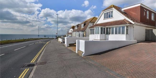 Guide Price £580,000, 4 Bedroom Detached House For Sale in Rottingdean, BN2