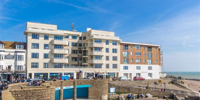 Guide Price £230,000, 2 Bedroom Flat For Sale in Rottingdean, BN2