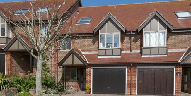 Guide Price £600,000, 4 Bedroom Terraced House For Sale in Rottingdean, BN2