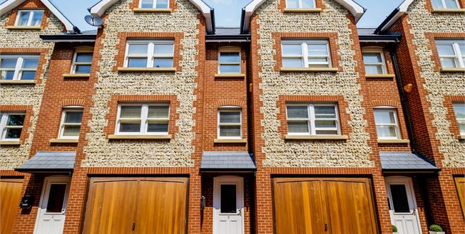 Guide Price £450,000, 3 Bedroom Terraced House For Sale in Rottingdean, BN2