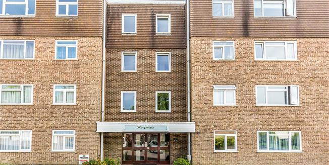 Offers Over £300,000, 2 Bedroom Flat For Sale in Brighton, BN1