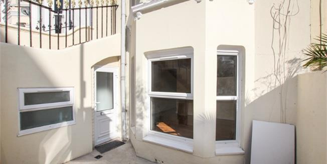 Guide Price £240,000, 2 Bedroom Basement Flat For Sale in Brighton, BN2