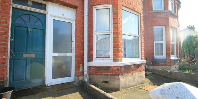 Guide Price £240,000, 2 Bedroom Ground Floor Flat For Sale in Brighton, BN2