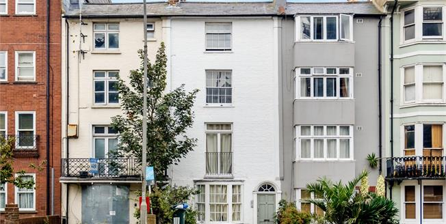 Asking Price £275,000, 1 Bedroom Upper Floor Flat For Sale in East Sussex, BN2