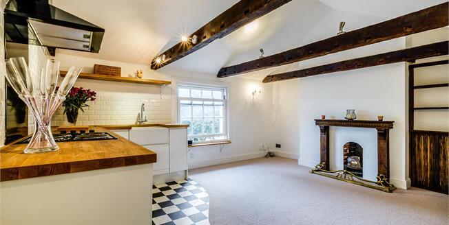 Guide Price £275,000, 1 Bedroom Upper Floor Flat For Sale in East Sussex, BN2