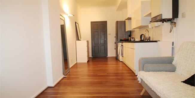 Offers Over £230,000, 1 Bedroom Flat For Sale in Brighton, BN2