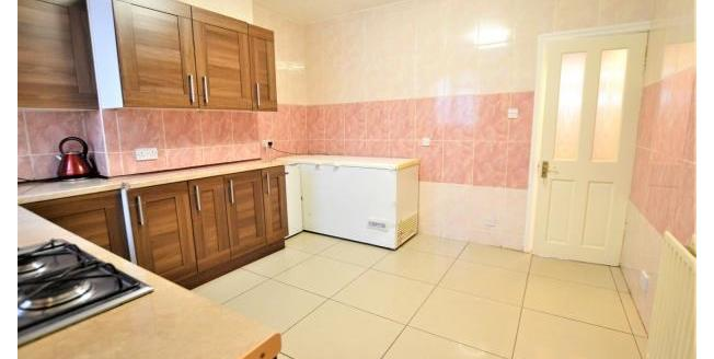 Asking Price £300,000, 2 Bedroom Flat For Sale in Brighton, BN2