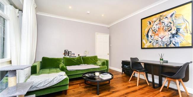Guide Price £290,000, 1 Bedroom Flat For Sale in Brighton, BN2