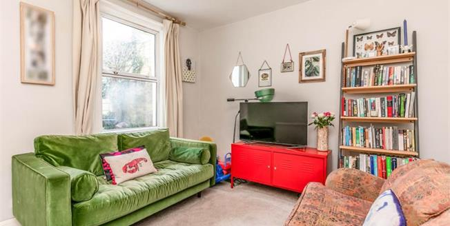 Guide Price £300,000, 2 Bedroom Ground Floor Flat For Sale in Brighton, BN2
