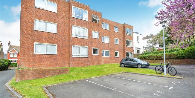 Asking Price £300,000, 2 Bedroom Flat For Sale in Brighton, BN1