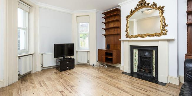 Offers Over £290,000, 2 Bedroom Flat For Sale in Brighton, BN1