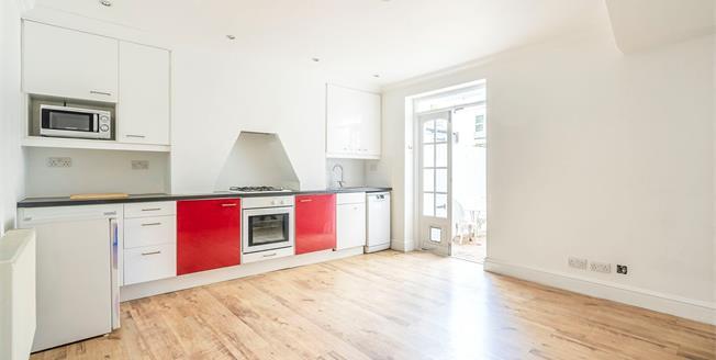 Guide Price £280,000, 2 Bedroom Flat For Sale in Brighton, BN1