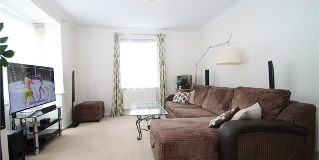 Offers Over £250,000, 2 Bedroom Flat For Sale in Brighton, BN1